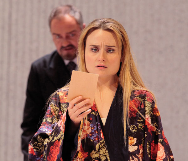 dessay traviata reviews Becoming traviata riveting docu becoming traviata follows french theater/opera director jean-francois sivadier and celebrated soprano natalie dessay through rehearsals for la traviata.