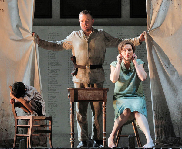 IN REVIEW Chicago Wozzeck hdl 116